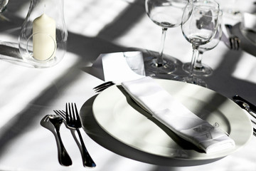 plate with cutlery, glasses, restaurant set up