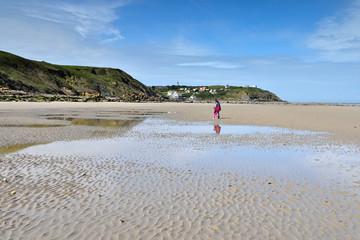 promenade sur la plage avec maman