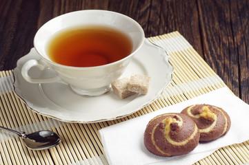 Tea and chocolate cookies