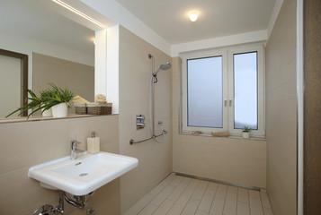 Modernes, barrierefreies, Badezimmer
