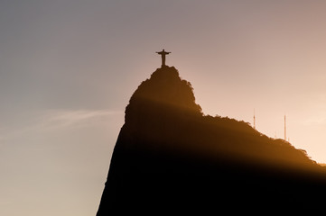 Fotomurales - Silhouette of Corcovado Mountain by Sunset in Rio de Janeiro