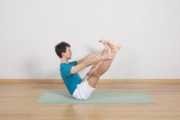 man practicing pilates indoor, return to life sequence, 34 exerc