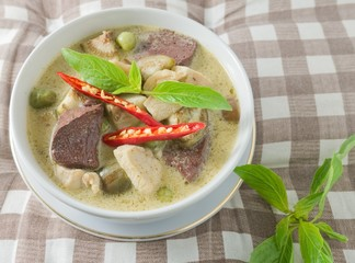 Green Curry with Chicken and Coconut Milk