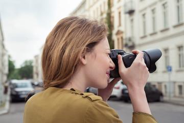frau fotografiert in der stadt
