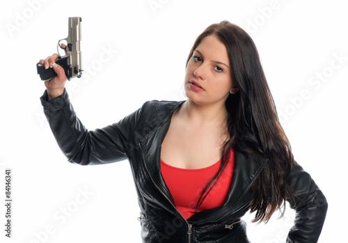 5a50c8f49b Junge Frau in Lederjacke hält eine Waffe