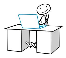 Programmierer oder Blogger am Computer