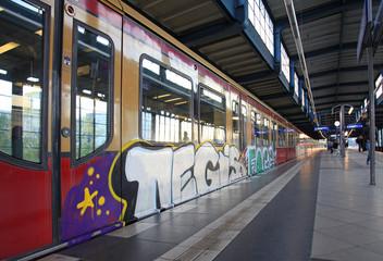 metro estación grafiti berlín 3331-f15