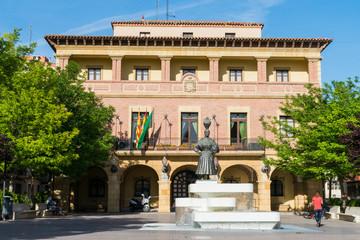 Ayuntamiento de Fraga en la Plaza de España