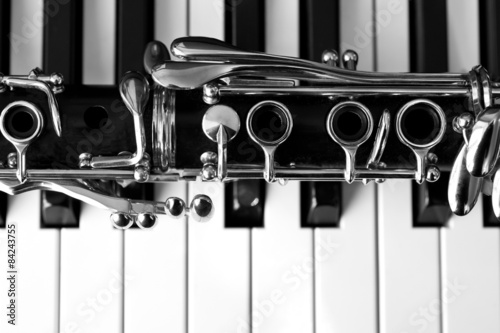Wall mural Fragment of the clarinet on the keyboard of the piano