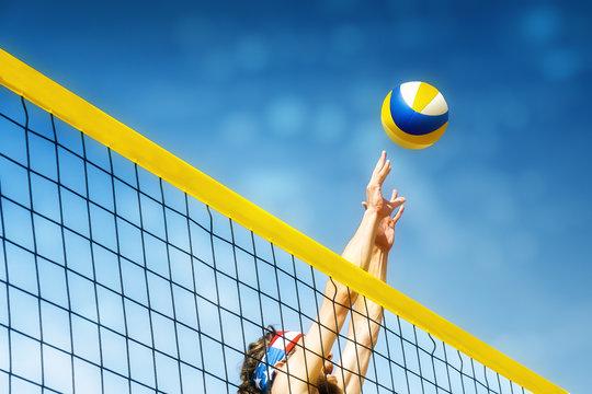 Beachvolleyball player net