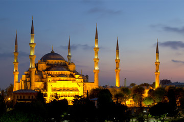 View of the Blue Mosque (Sultanahmet Camii) at dawn in Istanbul