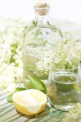 Saft aus Hollerblüten