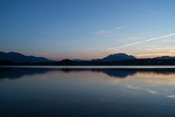 Abenddämmerung beim See