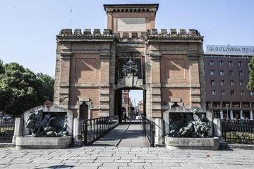 Bologna vista scorcio strada bolognese