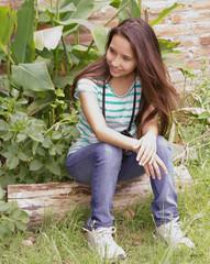 bella joven en la naturaleza