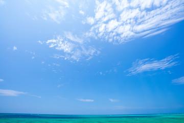Zelfklevend Fotobehang Zee / Oceaan 沖縄の海・青空と水平線