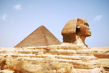 Sphinx Head / Sphinx Head and pyramid on Giza, Egypt