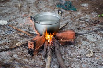 Hung boiling pot