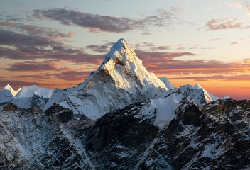 Fototapeten Gebirge Ama Dablam on the way to Everest Base Camp