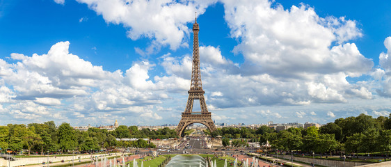 Wall Mural - Panoramic view of Eiffel Tower in Paris