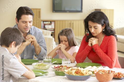 family praying at dinner - 1024×683