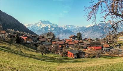 PANEX village pittoresque de montagne en suisse avec toile de fond les dents du midi