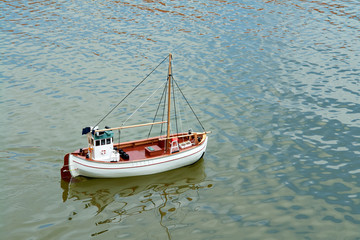 Remote control model scale sail boat