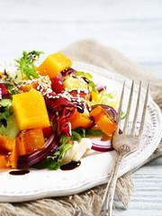 Salad with pumpkin and sesame seeds