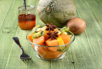 macedonia di frutta al miele con melone e kiwi