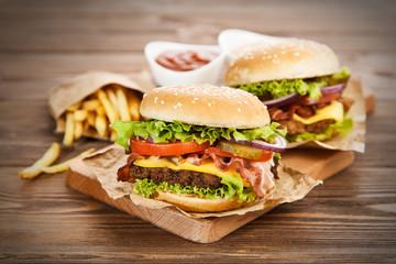 Fotoväggar - Delicious hamburger and fries