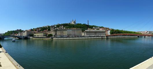 Vue Panoramique du Vieux Lyon entre le pont Bonaparte et la passerelle du Palais de Justice