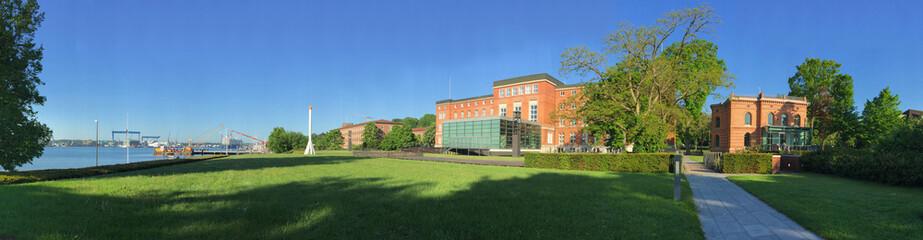 Landtag und Regierungsviertel an der Kieler Förde