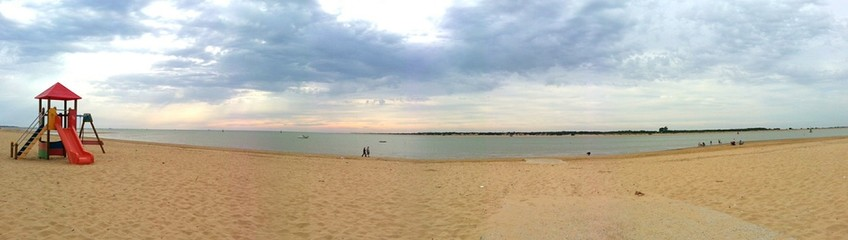 Tarde nublada en la playa