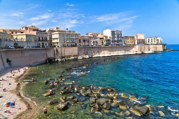 Coast of Ortigia island at city of Syracuse, Sicily, Italy Fototapete