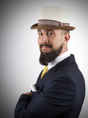 Hipster elegante con sombrero