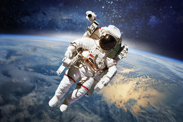 Astronaut in outer space with planet earth as backdrop. Elements Fototapete
