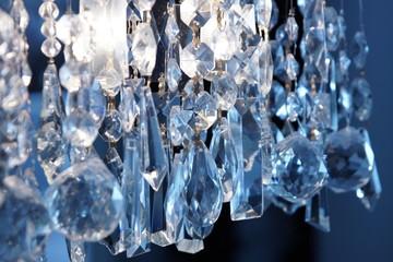 Décoration - lustre, luminaire à pampilles en cristal.