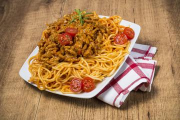 Spaghetti sobre madera