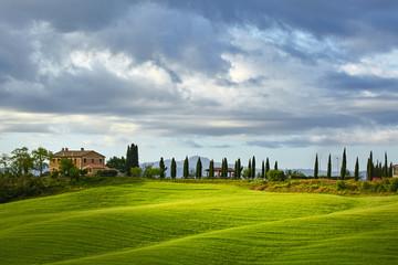 Foto op Plexiglas Heuvel Lighting game on green tuscany hills
