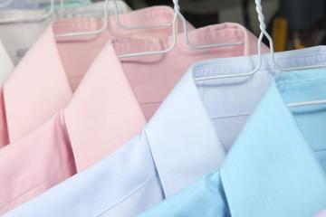 camisas en la tintoreria recien planchadas 6