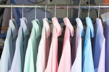 camisas en la tintoreria recien planchadas 5