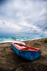 Barchetta sulla spiaggia