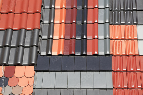 farbige dachziegel ausstellung im detail stockfotos und. Black Bedroom Furniture Sets. Home Design Ideas