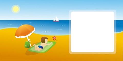 Postal niño tumbado en la playa
