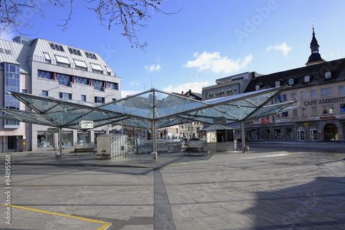 ro markt mit busbahnhof in schweinfurt unterfranken stockfotos und lizenzfreie bilder auf. Black Bedroom Furniture Sets. Home Design Ideas