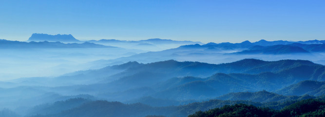 Photo sur cadre textile Colline misty morning horizons blue tones