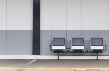 Fotorollo Bahnhof Outdoor empty passenger seat at train station
