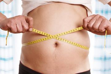 Mann ist zu dick und möchte abnehmen