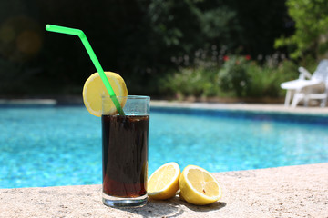 Soft drink au bord de la piscine