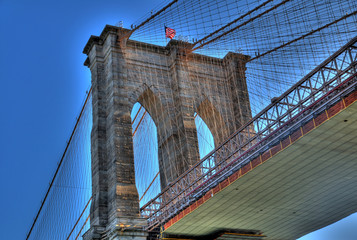 Zooming one of the towers of Brooklyn Bridge in HDR, New York